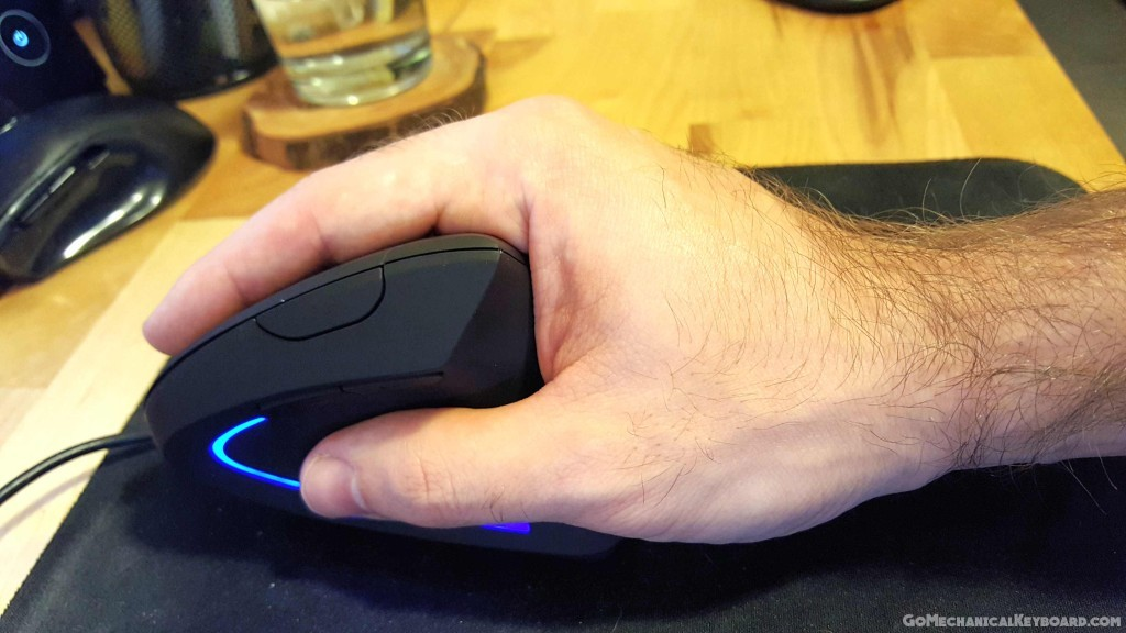 Anker vertical mouse left side in hand